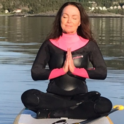 SUP padletur med yoga på Nesjøen