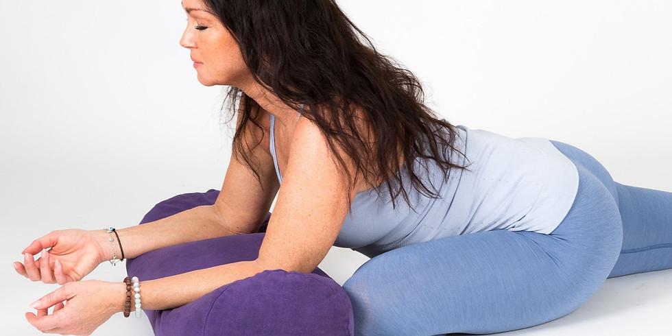 YIN yoga Sunshine Restore