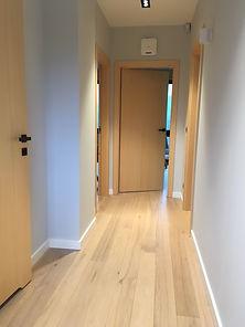 domy z bali - korytarz - podłoga dębowa