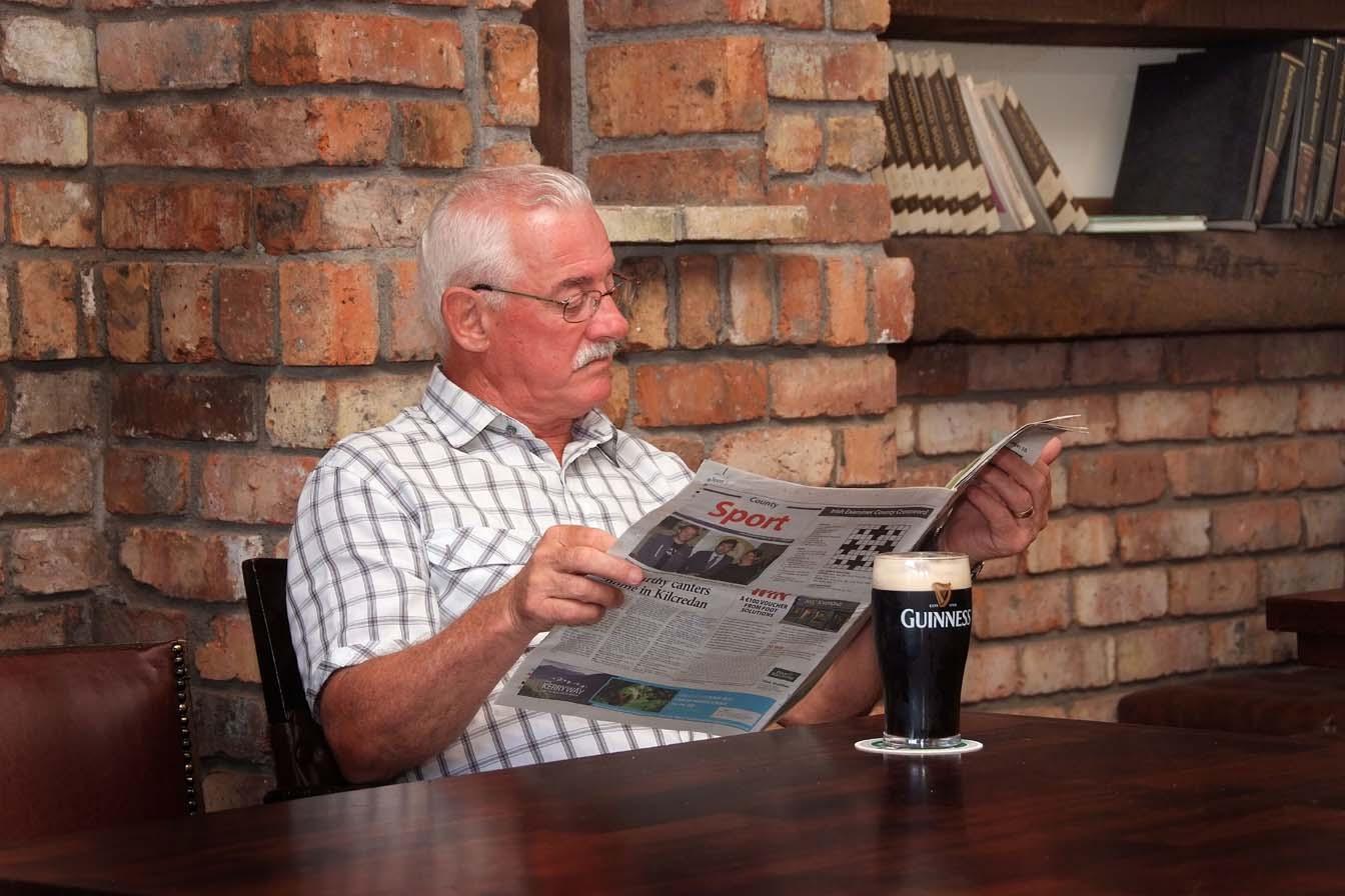 Mount Oval Bar - Enjoying a Pint