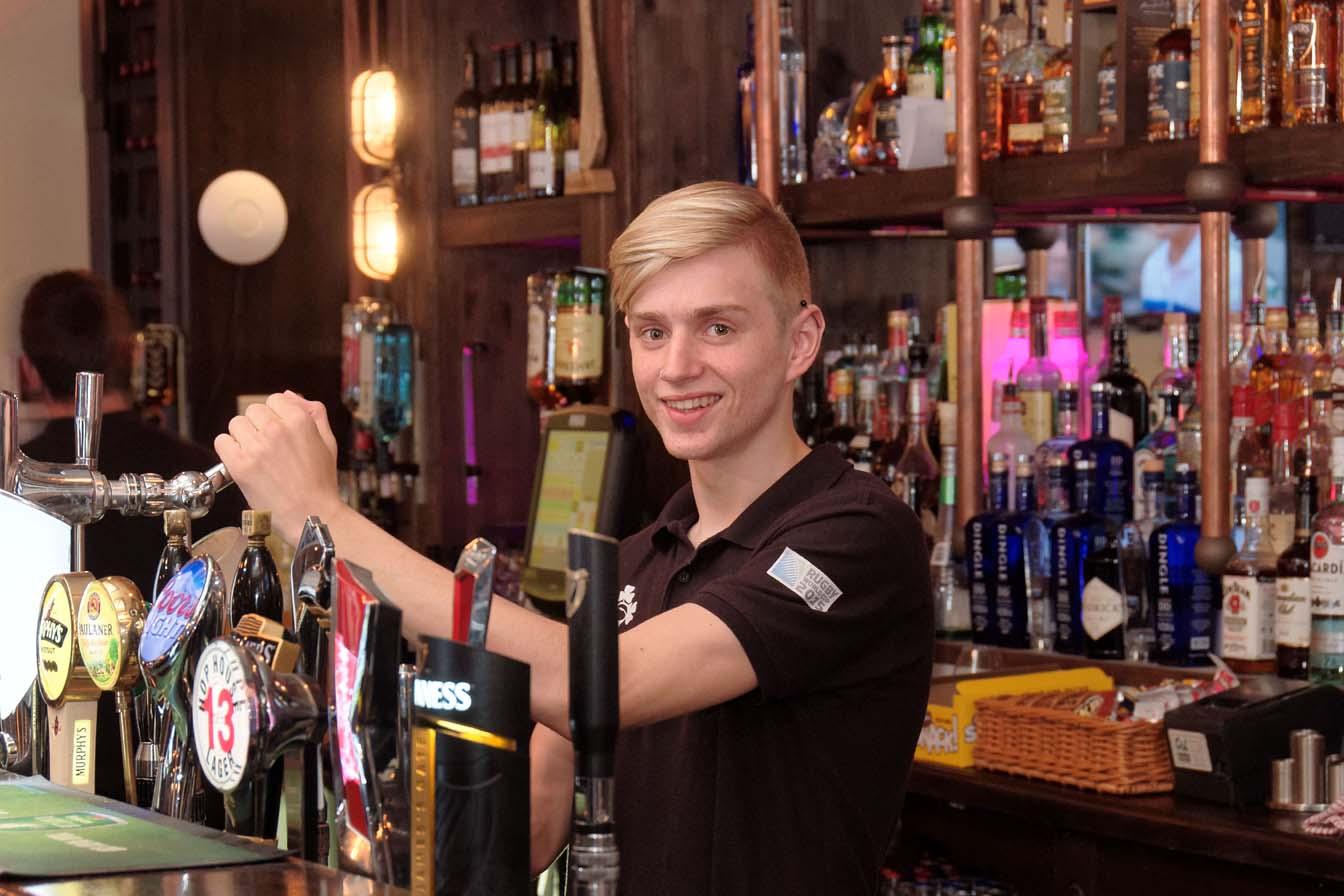 Mount Oval Bar - Bar Staff