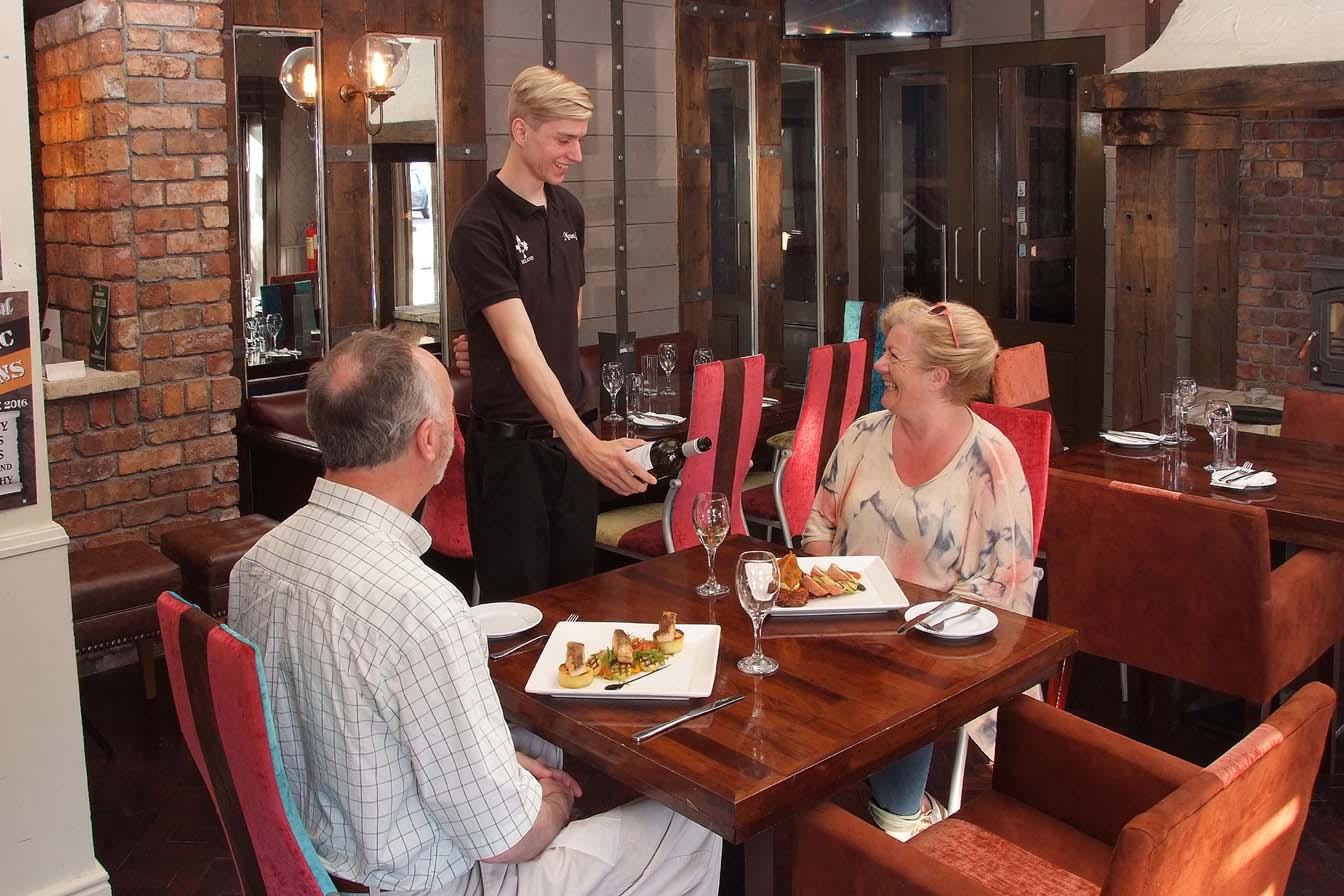 Mount Oval Bar - Dinner Service