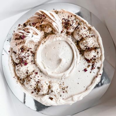 White Chocolate & Pistachio Cake