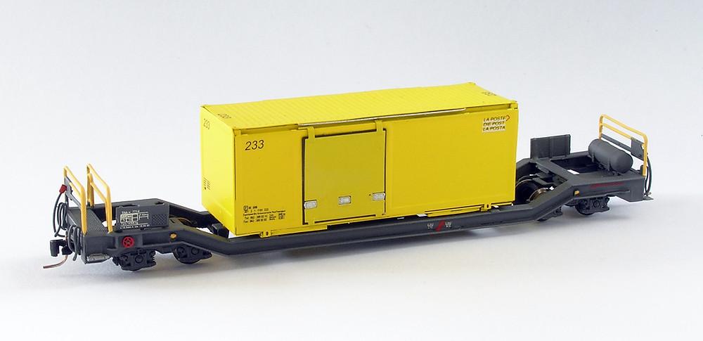 AB Modell Sbk-v der Rhätischen Bahn mit Wechselbehälter der schweizerischen Post