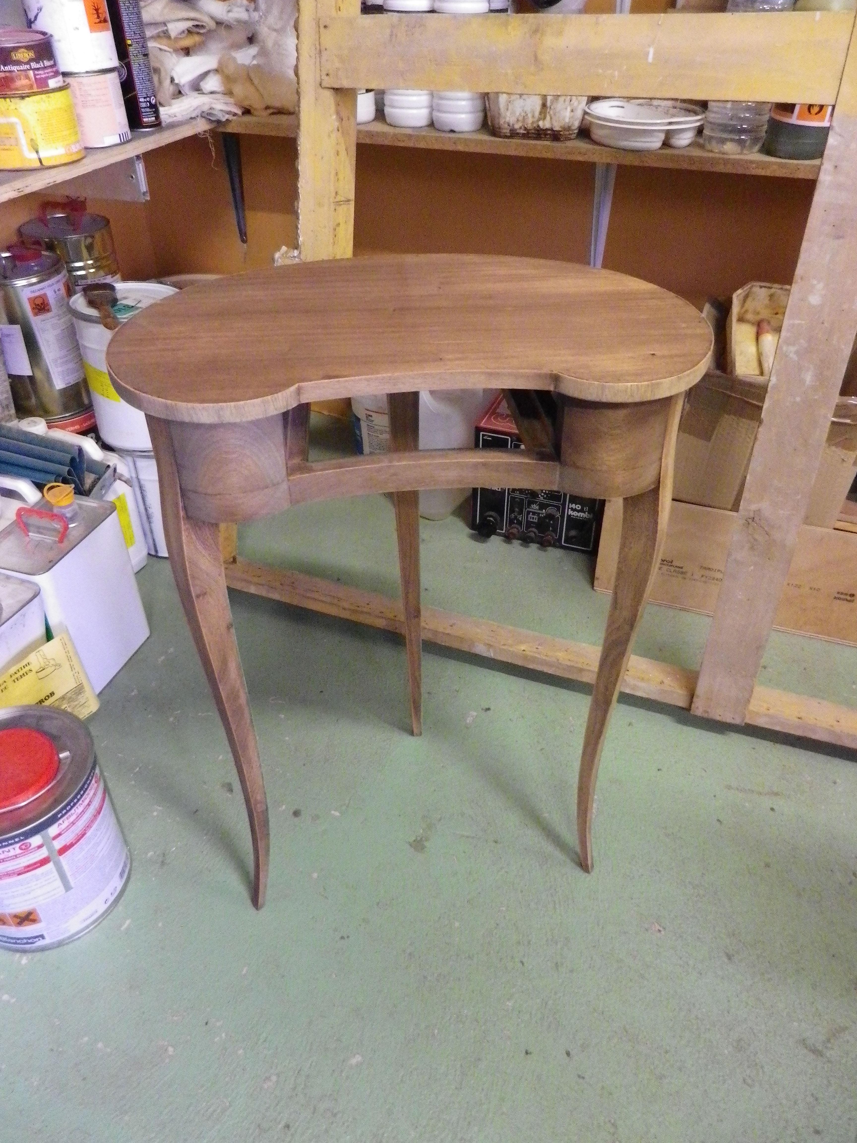 Petite table rognon en acajou.