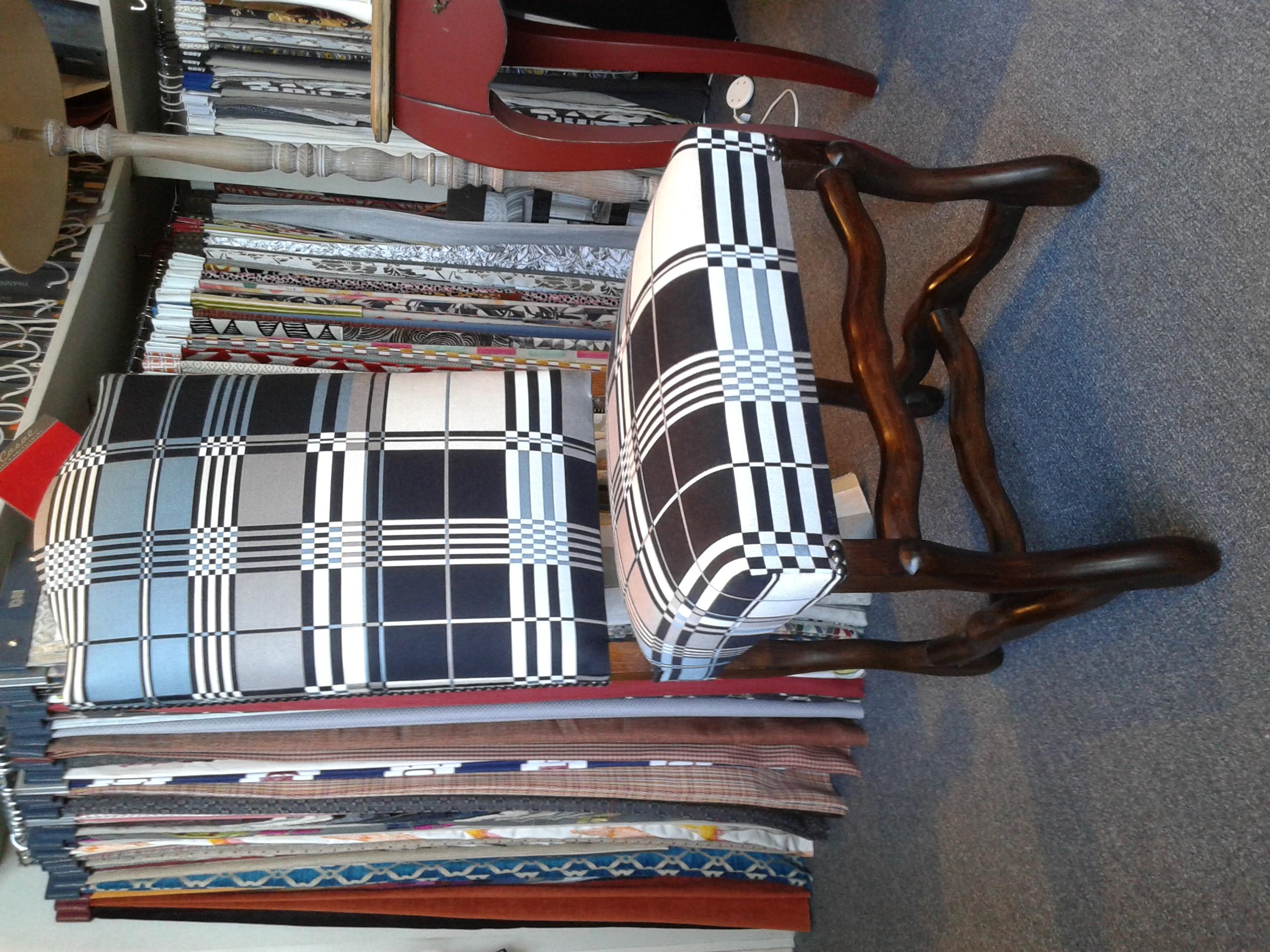 Chaise de style Louis XIII habillée par JP Gaultier