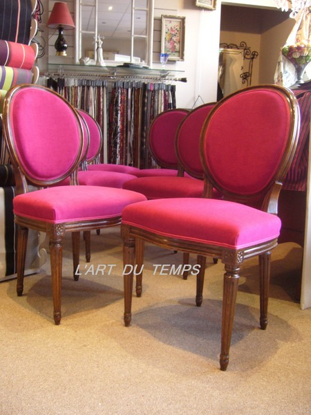Suite de 6 chaises de style LOUIS XVI recouverte d'Amara tissu Casal acqua clean