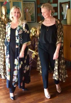 Maxi Kimono: Black/Bloom och Black/G