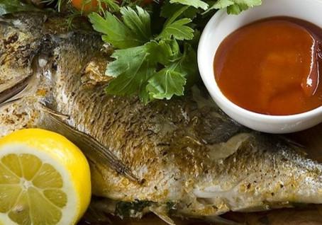 Senjorų vaišių stalas – Marių žuvis su citrina ir sviestu