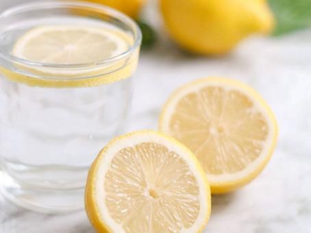 Šiltas vanduo su citrina