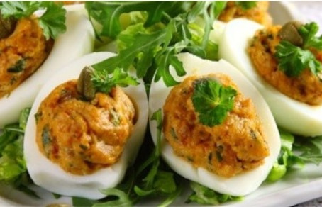 Senjorų vaišių stalas – Įdaryti Užupio kiaušiniai