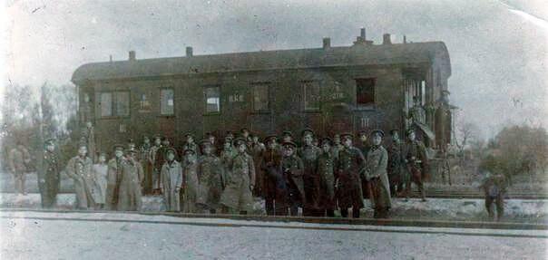 Студенти на станції Крути, фото незадовго до бою