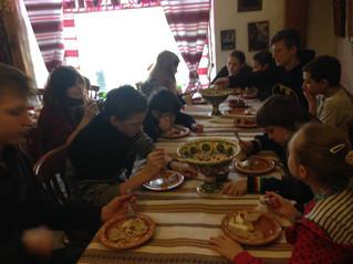 12 лютого 2017р В ресторан сходили: вареників наліпили... діти щасливі-нагодовані, батьки задоволен