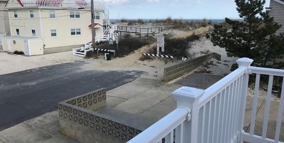 14 1st st beachview.jpg