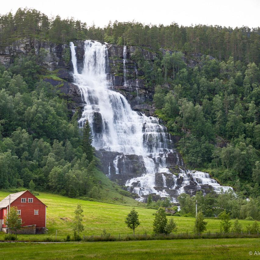 Фотосъемка водопада по пути к Фламу
