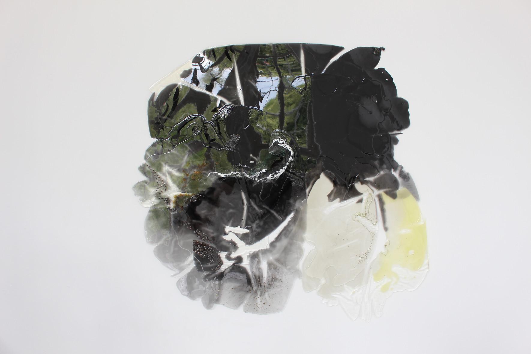 Mikro- & Makrokosmos, 2019, 175cm x 175cm, Epoxidharz, Pigmente, Fundstücke