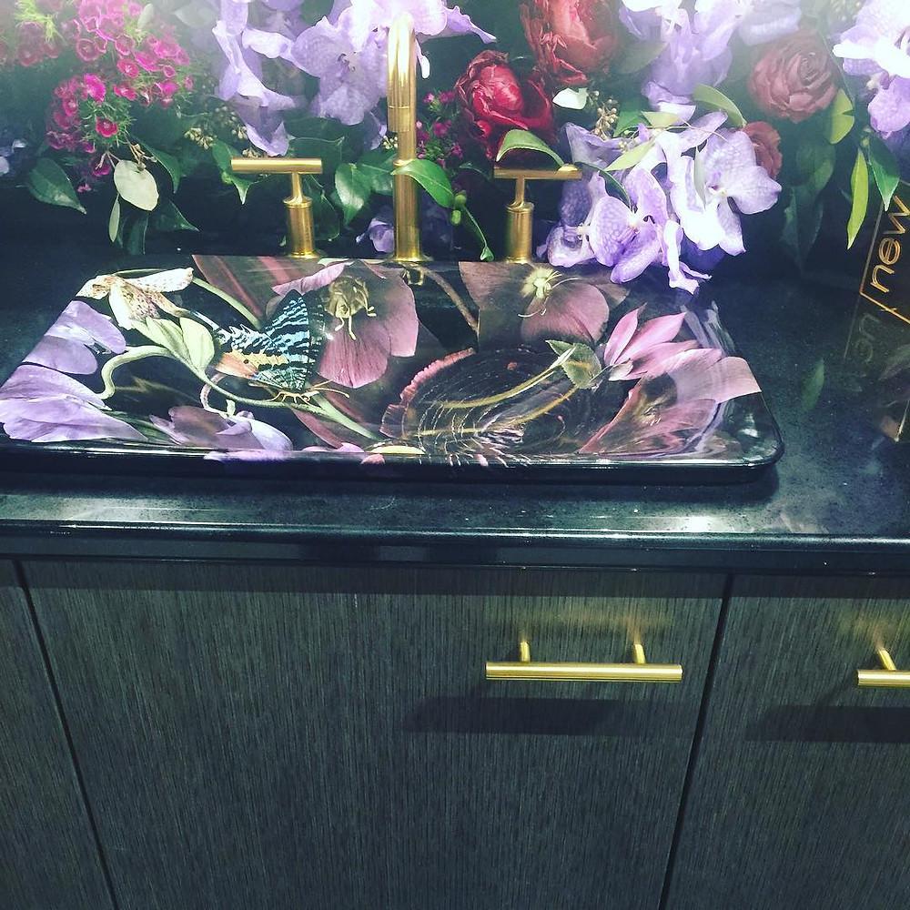 Casa Vilora Interiors/ Moody floral vanity sink