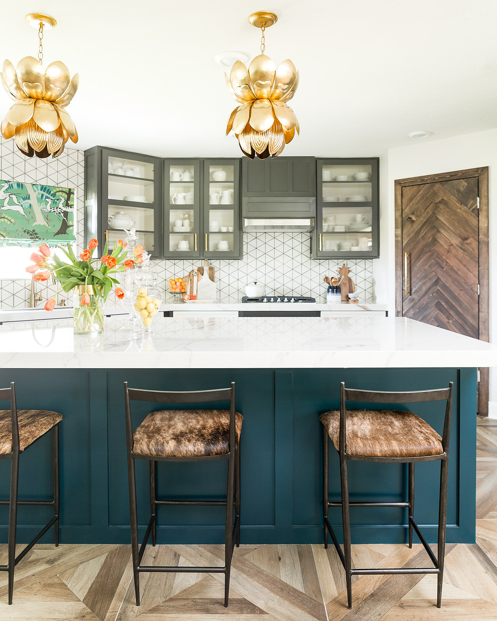 Kitchen with porcelain countertop