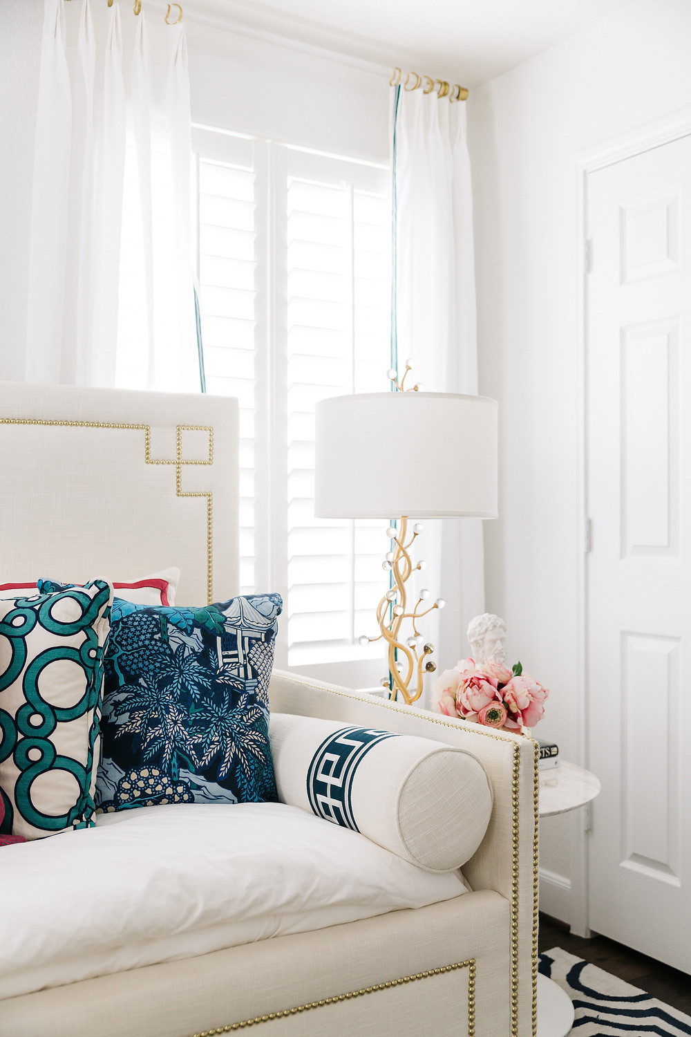 white bedrom with white daybed