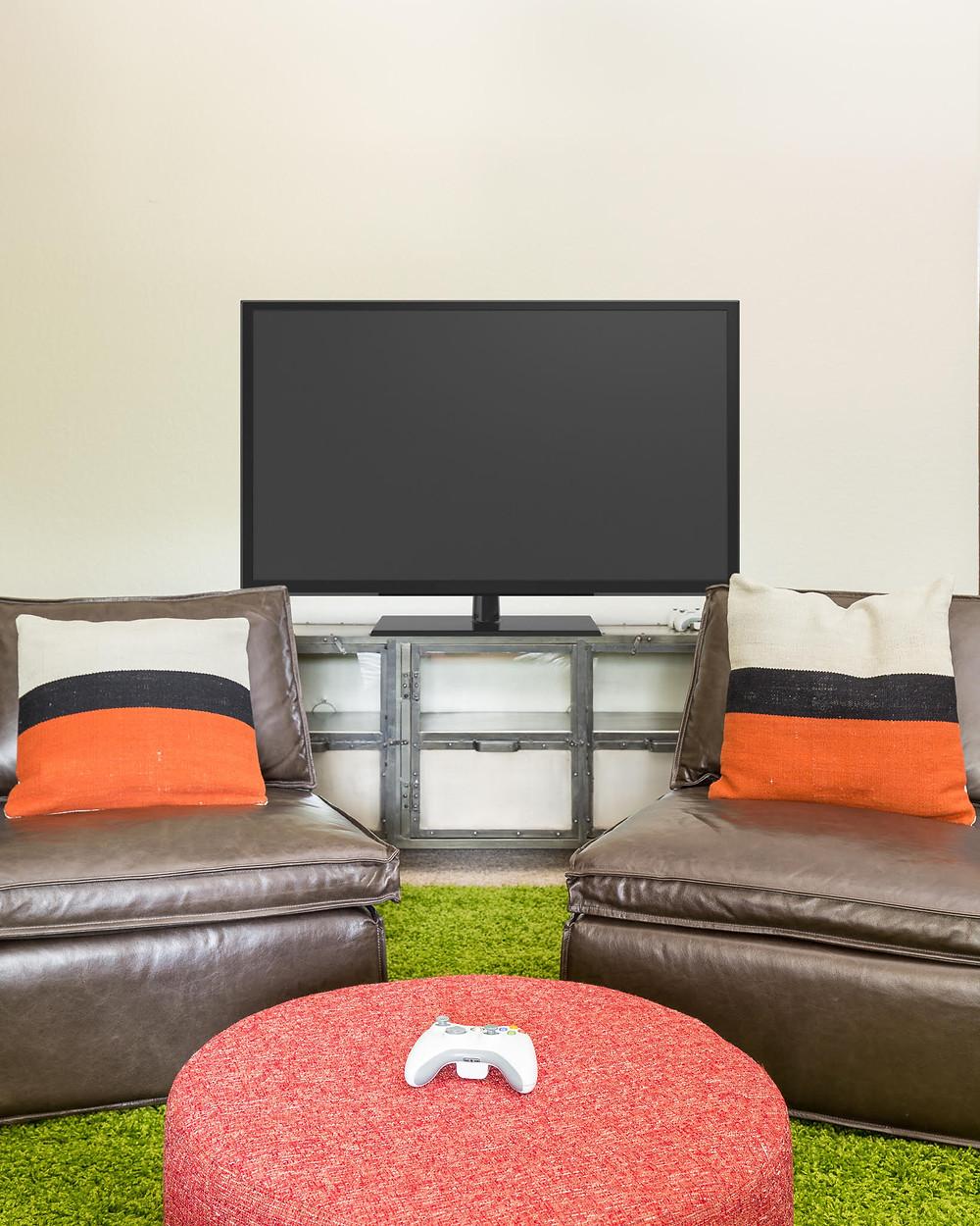 TV gaming area in boys' bedroom