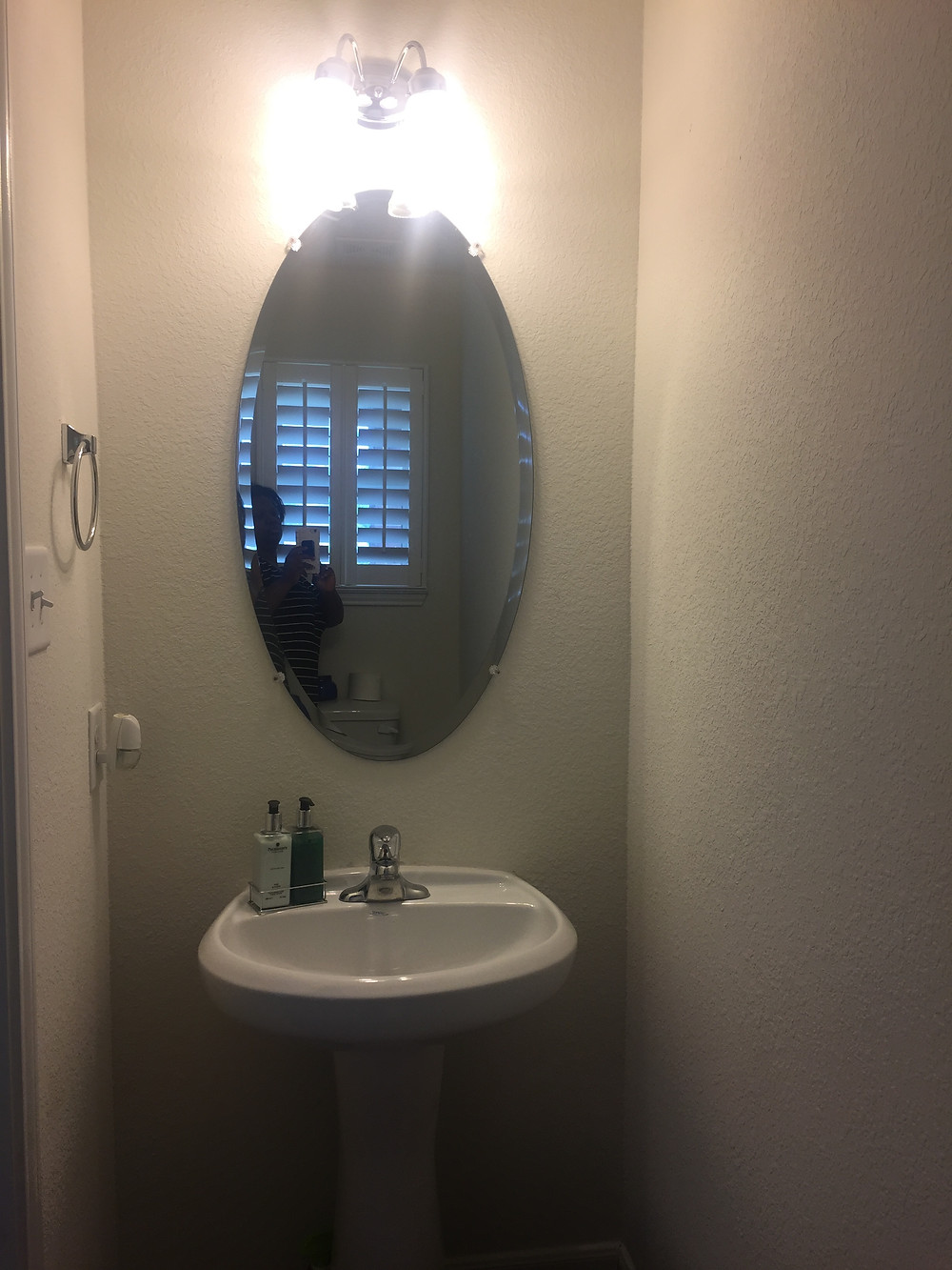 Casa Vilora Interiors - powder room BEFORE