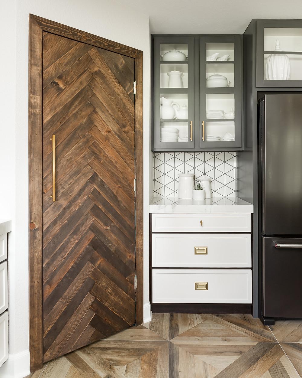 Tile porcelain kitchen floor with parquet design