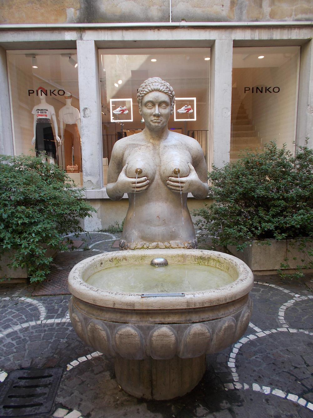 Fontana delle tette