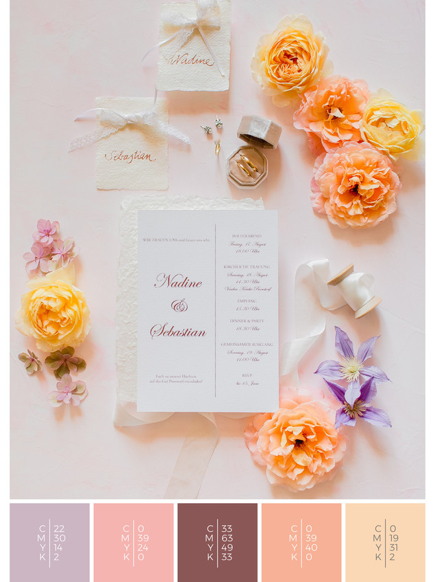 This wedding invitation for a barn wedding fits perfectly to a vintage wedding style in shades of violet and coral.