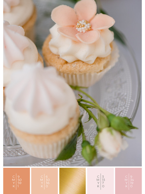 """The wedding sweets of the wedding mood board """"Briar Rose"""" fits to a color scheme palette in shades of coral, pink and orange."""