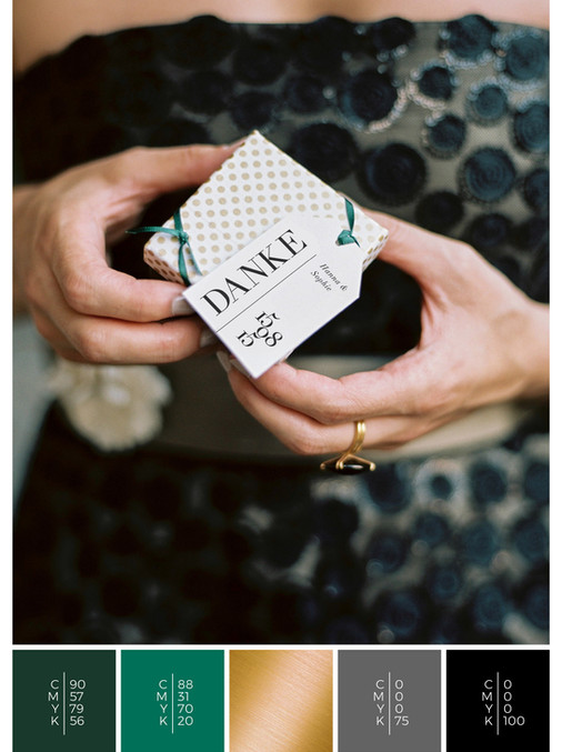 These wedding favors for guests fit to the color scheme palette in green, gold and black. DIY for your wedding in summer.