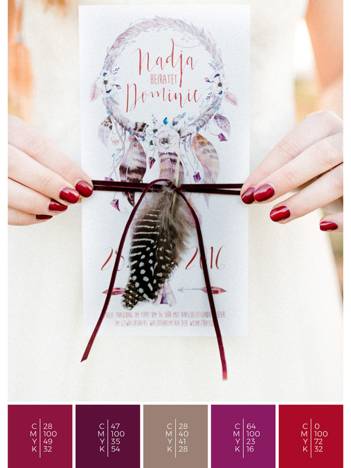 This wedding invitation for a garden wedding fits perfectly to a colorful boho wedding style in shades of red, pink and puprle.