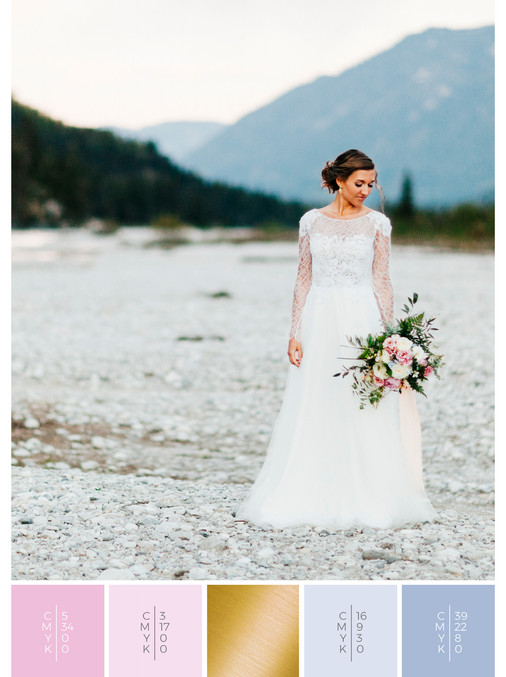 This wedding dress for an outdoor wedding fits perfectly to a vintage wedding style in shades of pink and blue.