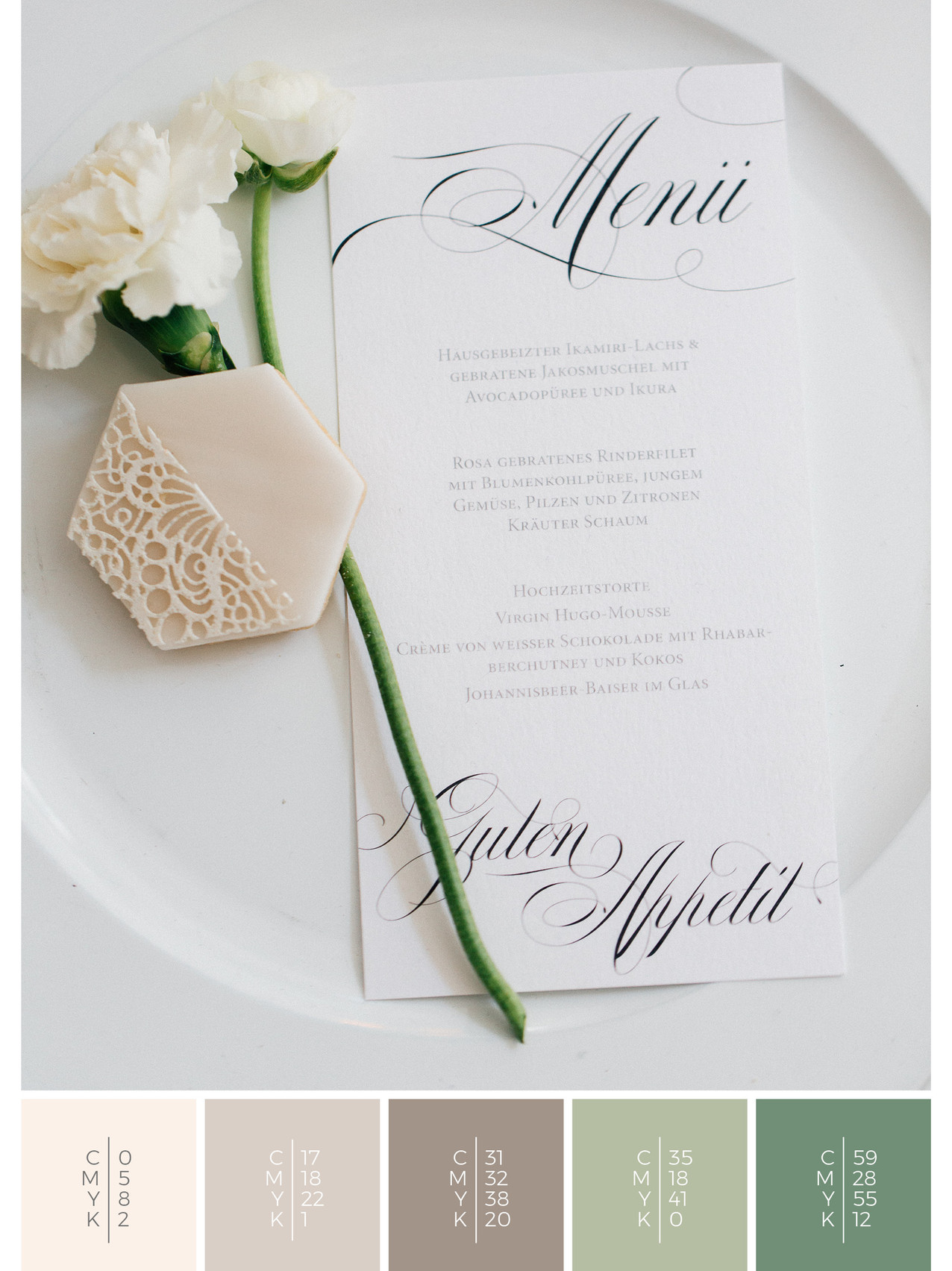 This wedding menu card for a classy wedding fits perfectly to an elegant wedding style in shades of white.