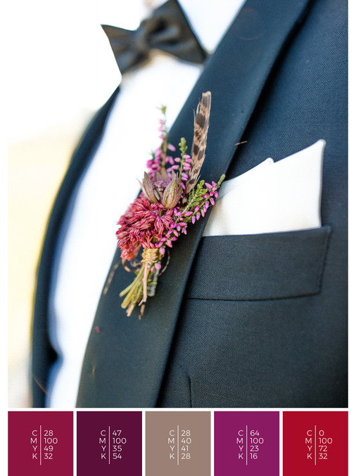 """The boutonniere for the groom of the wedding mood board """"Indian Summer"""" fits to a color scheme palette in shades of red, pink and puprle."""