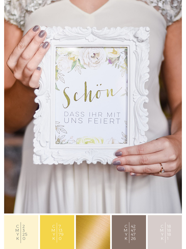 This wedding stationery for a barn wedding fits perfectly to a vintage wedding style in shades of yellow.