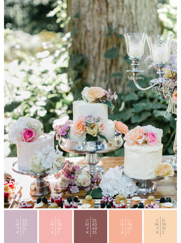 """The sweet table of the wedding mood board """"Precious Petals"""" fits to a color scheme palette in shades of violet and coral."""