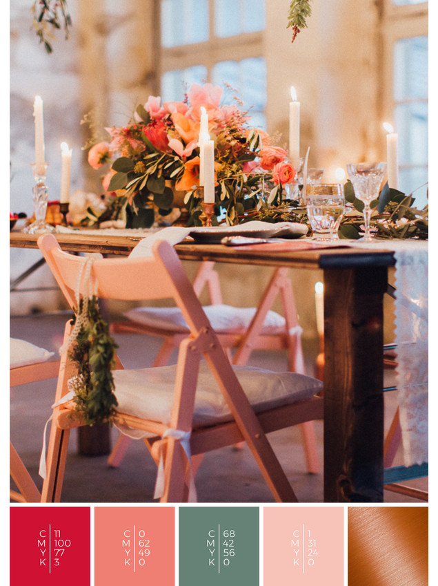 """This wedding table decoration of the wedding mood board """"Copper Crush"""" has a color scheme palette in shades of red, coral and copper."""
