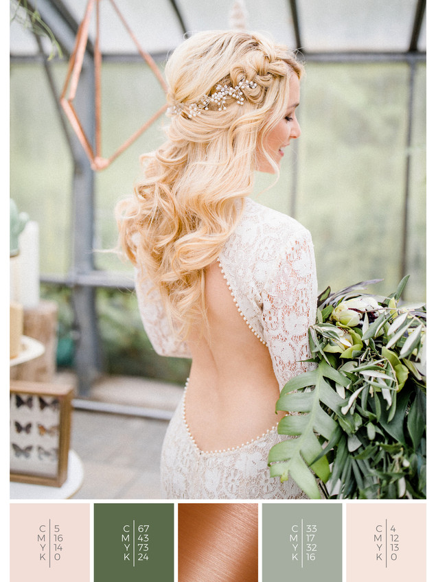 This wedding dress for a glass house wedding fits perfectly to a boho wedding style in shades of green, blush and copper.