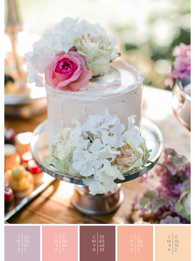 """The wedding cake of the wedding mood board """"Precious Petals"""" fits to a color scheme palette in shades of violet and coral."""
