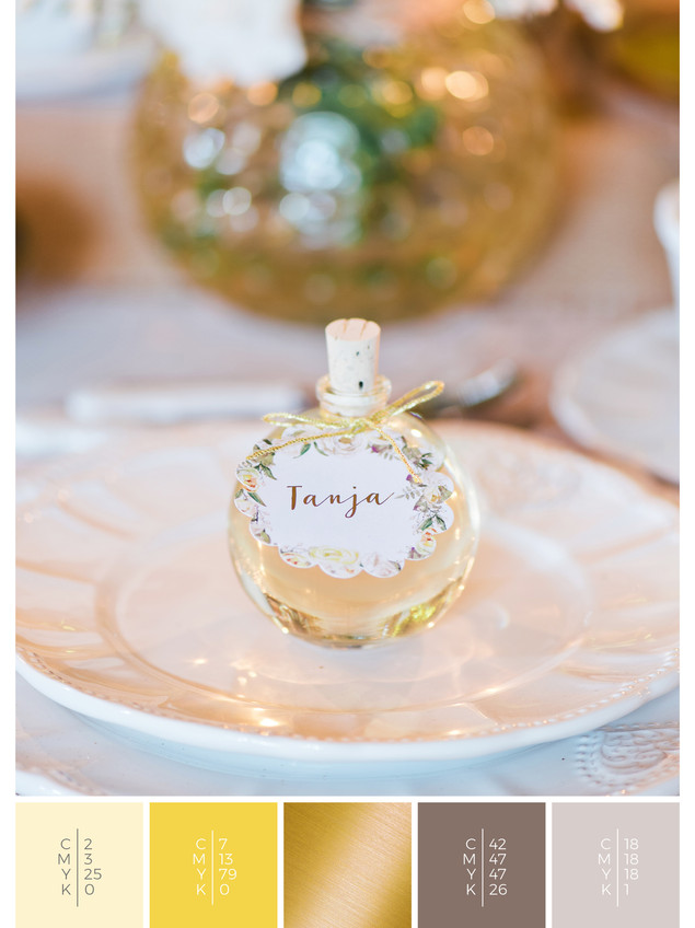 These wedding favors for guests fit to the color scheme palette in yellow. DIY for your wedding in autumn .
