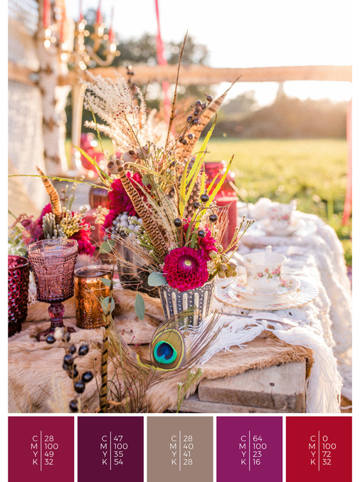 """This wedding table decoration of the wedding mood board """"Indian Summer"""" has a color scheme palette in shades of red, pink and puprle."""