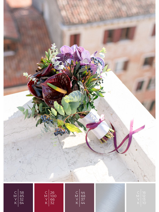 "The bridal bouquet of the wedding mood board ""Venice Rooftop"" has a color scheme palette in shades of violet and red."