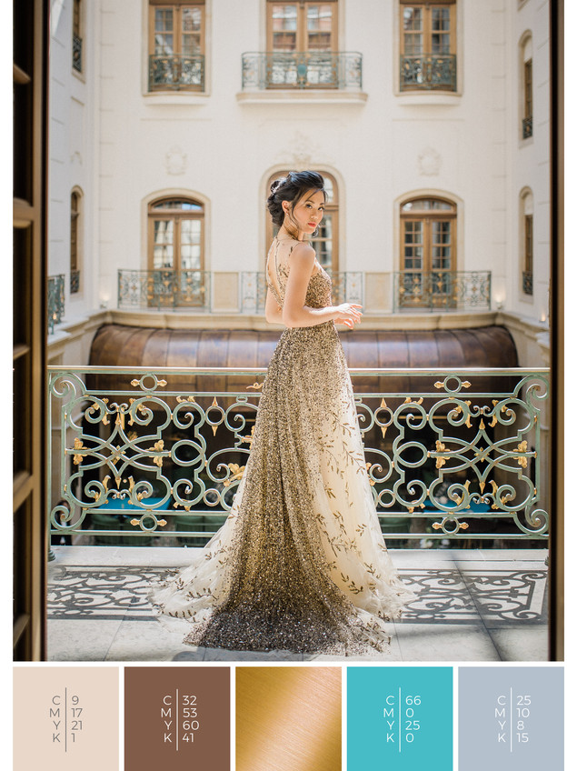 This wedding dress for a luxury wedding fits perfectly to a glamorous wedding style in shades of turquoise and gray.