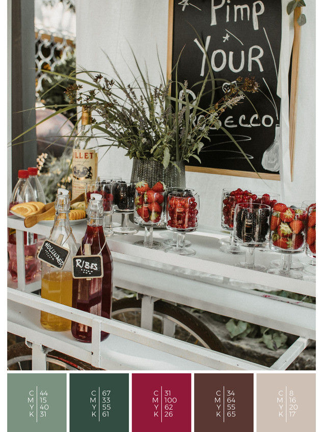 """The bridal bouquet of the wedding mood board """"Mellow Mountain"""" has a color scheme palette in shades of red and pink."""