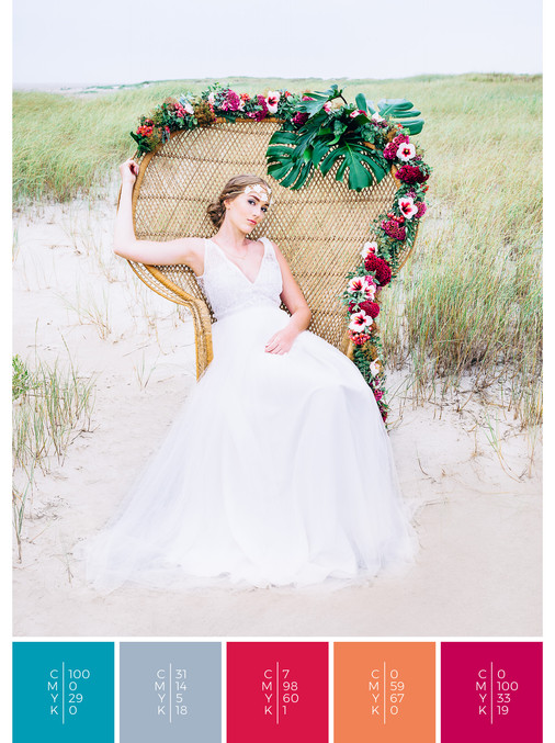 This wedding dress for a beach wedding fits perfectly to a tropical wedding style in shades of turquoise, pink, coral, orange and red.