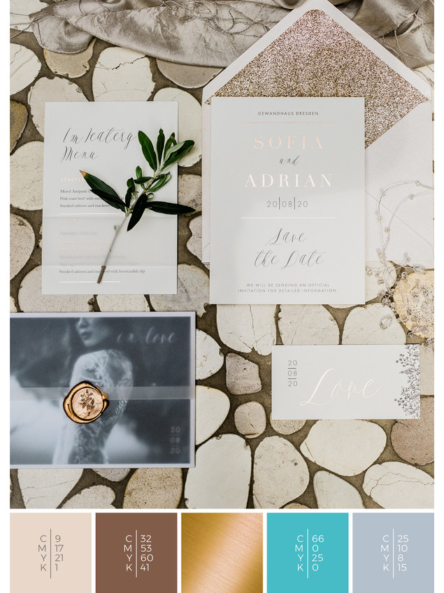 This wedding stationery for a luxury wedding fits perfectly to a glamorous wedding style in shades of turquoise and gray.