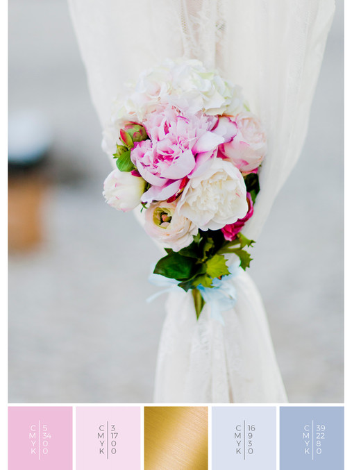 "The flowers of the wedding mood board ""Romantic River"" create a color scheme palette in shades of pink and blue."
