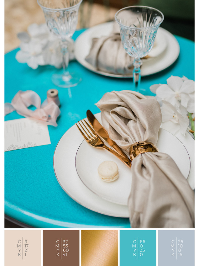 """This wedding table decoration of the wedding mood board """"Golden Glamour"""" has a color scheme palette in shades of turquoise and gray."""