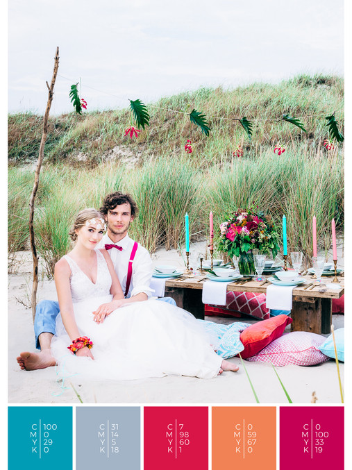 "This wedding table decoration of the wedding mood board ""Tropical Teal"" has a color scheme palette in shades of turquoise, pink, coral, orange and red."