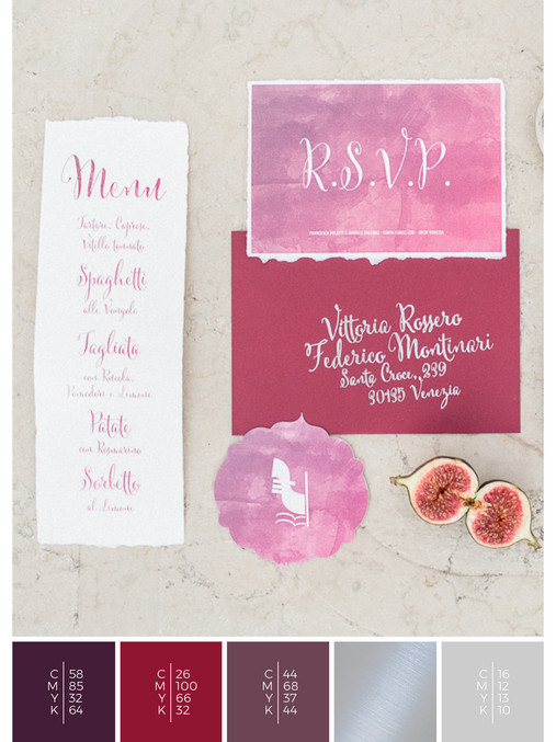 This wedding stationery for an Italian wedding fits perfectly to a romantic wedding style in shades of violet and red.